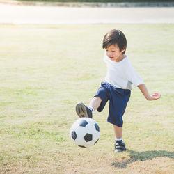 子どものスポーツウェアの種類。半袖など季節にあわせた選び方