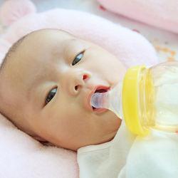 哺乳瓶の口選び方。口の種類、洗い方、替え時について