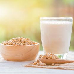 【離乳食初期】豆乳はいつから取り入れられる?簡単レシピをご紹介