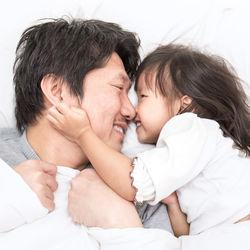 パパが2歳の子どもを寝かしつけるには?工夫やポイント