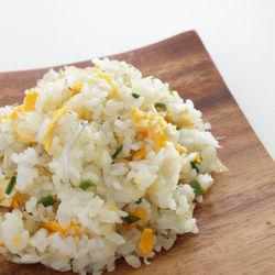 幼児食に野菜やしらすを使ったチャーハンを作ろう。卵なしで作るレシピなど