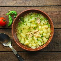離乳食後期に味わう野菜スープ。鮭や豚肉などを使ったアレンジレシピ