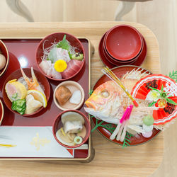 お食い初めの食事を用意するとき。準備するものや食べ方のポイント