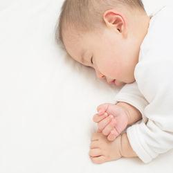 赤ちゃんの寝かしつけに音楽を使うとき。実際に行なっている方法とは