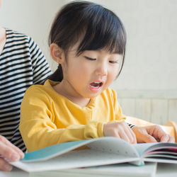 子どもに絵本の読み聞かせをするときのコツ。親子で絵本を楽しもう
