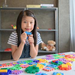 小学生が楽しめる室内遊びのアイディア。身近なものを使ってゲームを楽しもう