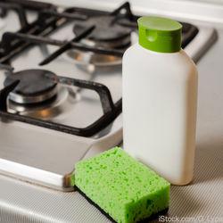 ガスコンロ周りの掃除の仕方。油汚れやこびりつきをきれいに