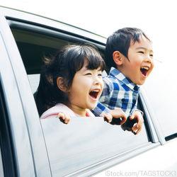 家族でドライブを楽しもう。準備の仕方や車内での楽しみ方