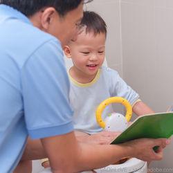 おまるを使ったトイレトレーニング方法。スタートするタイミングやコツ