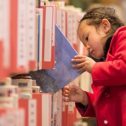 【特集記事】絵本の読み聞かせにいいのは「日本の昔話」。子どもの表現力を磨くためには親子の〇〇が必要