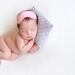 新生児の寝相アートを撮りたい!衣装や背景に使ったアイテムなど