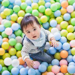 子連れで楽しめる遊び場に出かけよう。雨の日も利用できる室内の遊び場