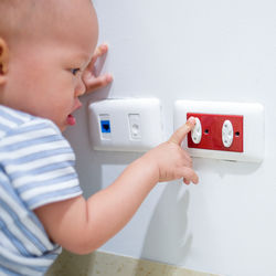 子どもや赤ちゃんに向けた安全グッズ。必要な場所や活用例とは