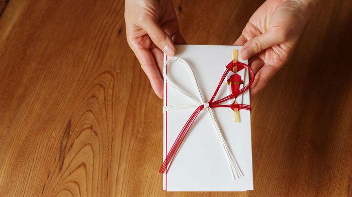 金 初節句 お祝い 初節句のお祝い 祖父母,兄弟の金額相場と渡す時期やのし袋の選び方と表書き