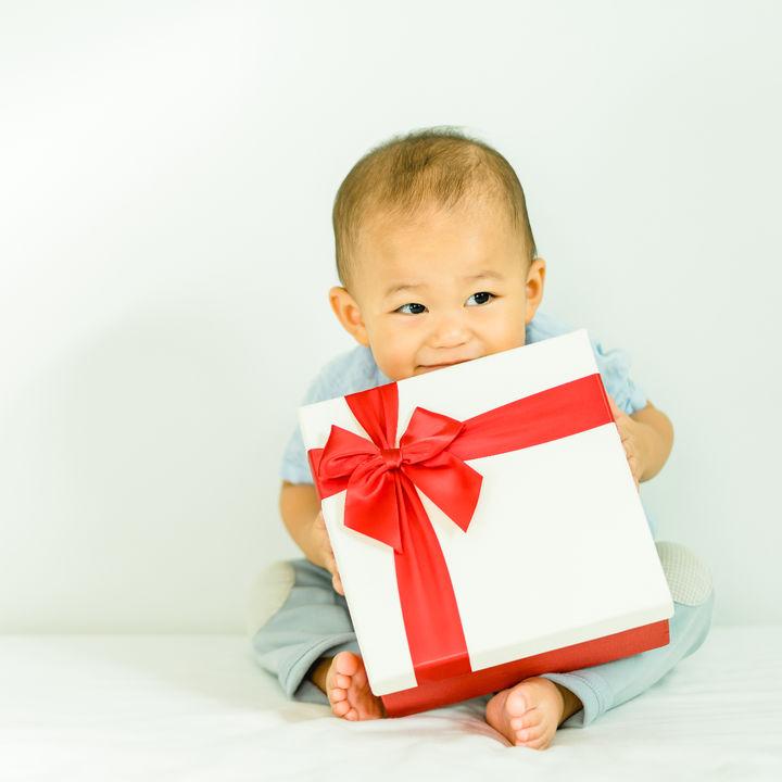 0歳の男の子へのプレゼント。選ぶときのポイントについて