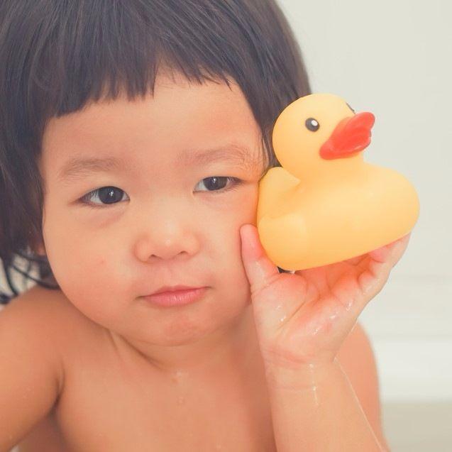 「お風呂のたびに泣く」子どもの水嫌いを克服するために、ママが試してみたこと