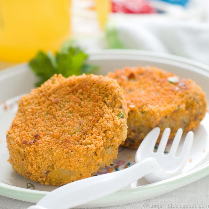 1歳の子どもに作る揚げないコロッケの簡単レシピ。鶏ひき肉やツナを使った作り方