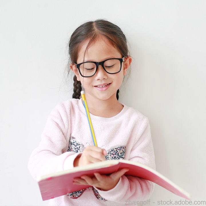 子どもの眼鏡はどこで買う?お店の決め方や眼鏡選びのポイント