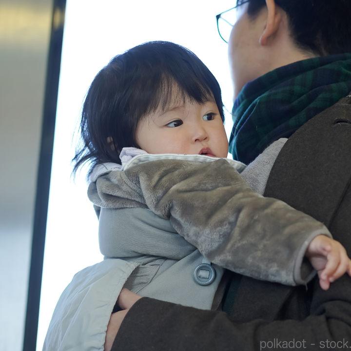 抱っこ紐で電車やバスで座る?乗車マナーや気をつけていること
