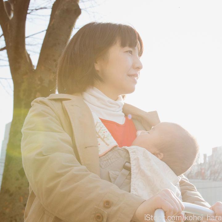 抱っこ紐を使うとき上着はどうする?選び方やママたちの着こなし