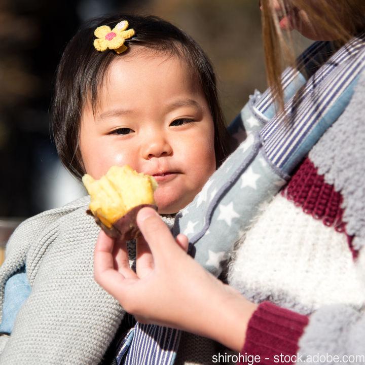 抱っこ紐を使った冬のお出かけ。赤ちゃんの服装や防寒アイテムなど