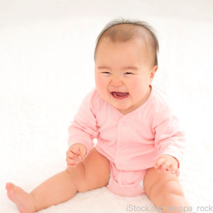 生後6カ月の赤ちゃんのおすわり。練習の仕方や意識したこと