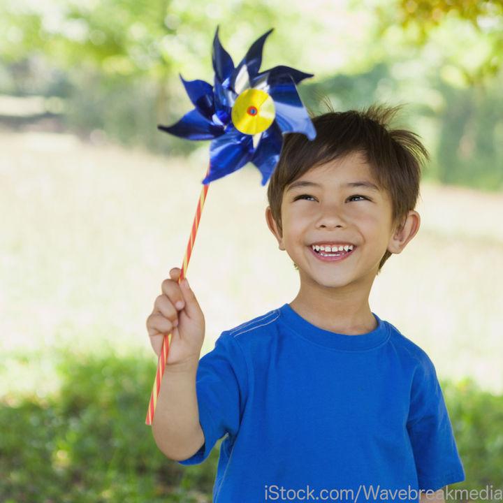 子どものブルーTシャツなどの泥汚れに石鹸を使うとき。あると便利なグッズ