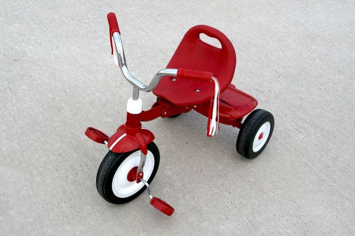 三輪車と子ども