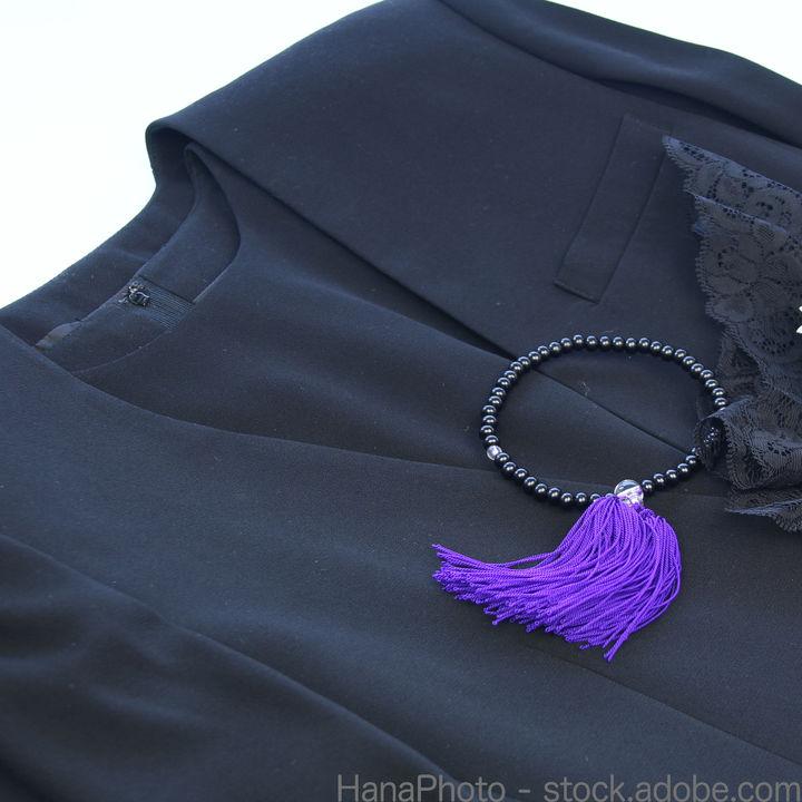 妊娠中に着る喪服。用意の仕方やレンタルサービスの選び方