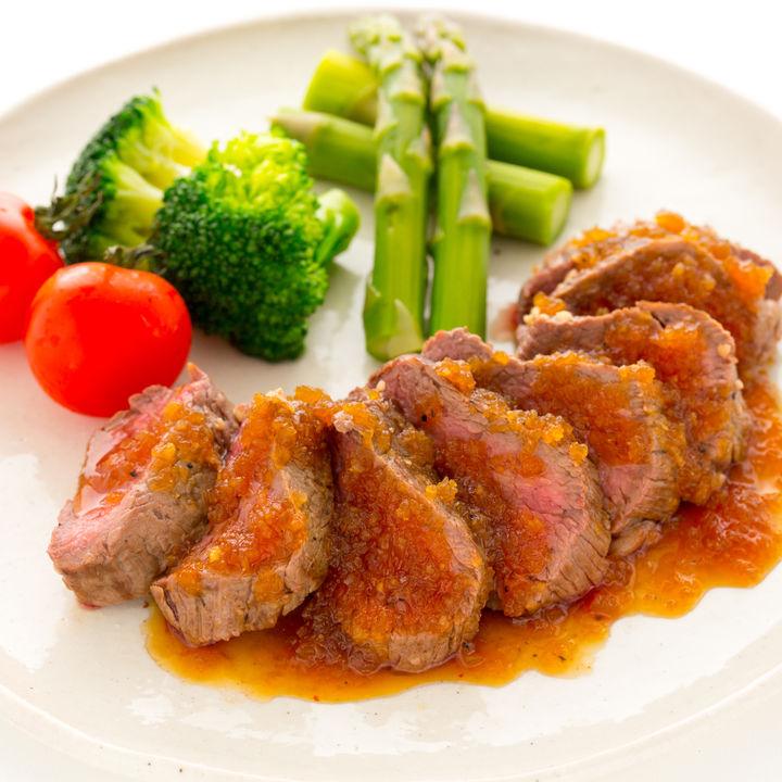 ステーキのつけ合わせ。ポテトやもやしなど野菜を使ったレシピ