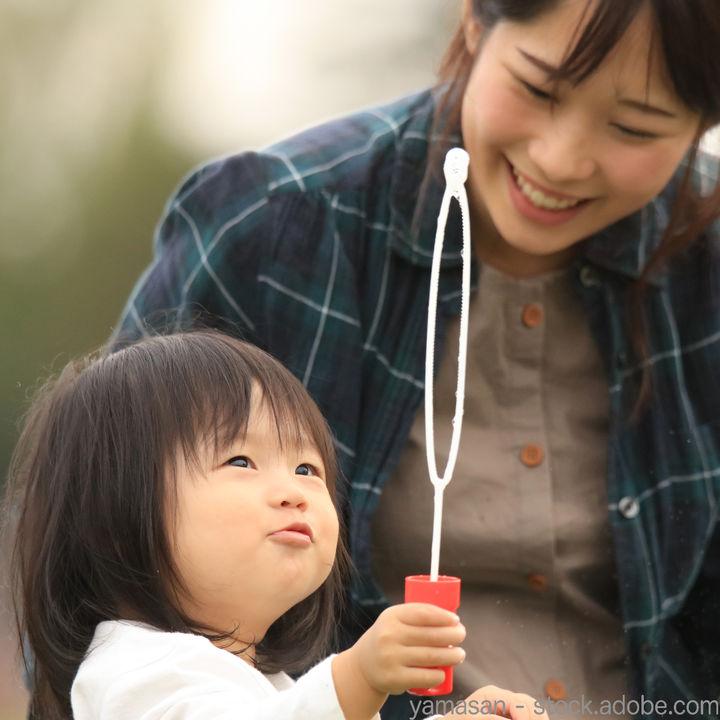シャボン玉遊びは何歳から?子どもといっしょに楽しめるシャボン玉の遊び方
