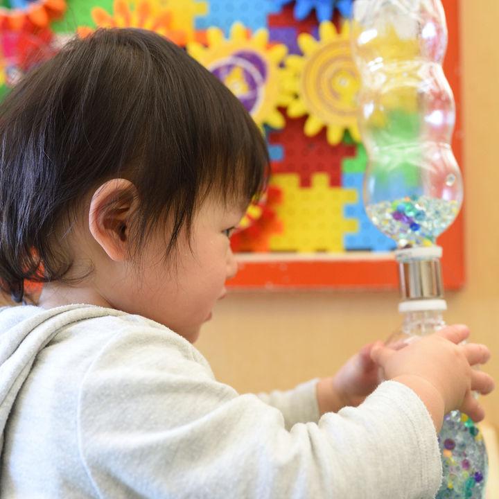 体を動かす&おもちゃを使った1歳半の楽しい室内遊び