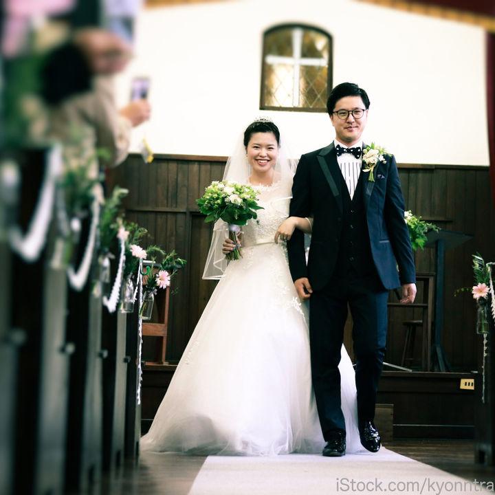 夫婦で出席する結婚式。ご祝儀の相場やご祝儀袋の名前の書き方など