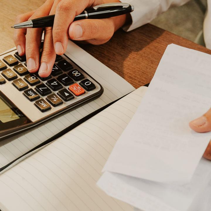 ノートではじめる簡単な家計簿。必要最低限の項目や月間・年間管理など
