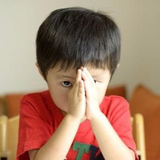 「ごめんね」を言えない子どもには、まずは親が素直に謝る姿を見せるべき