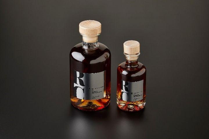 「ボクテル ― コニャック・オールド・ファッション」左/ボトル 350ml ¥5,000(税別、ギフトボックス入り)、右/ボトル 100ml ¥2,250(税別)