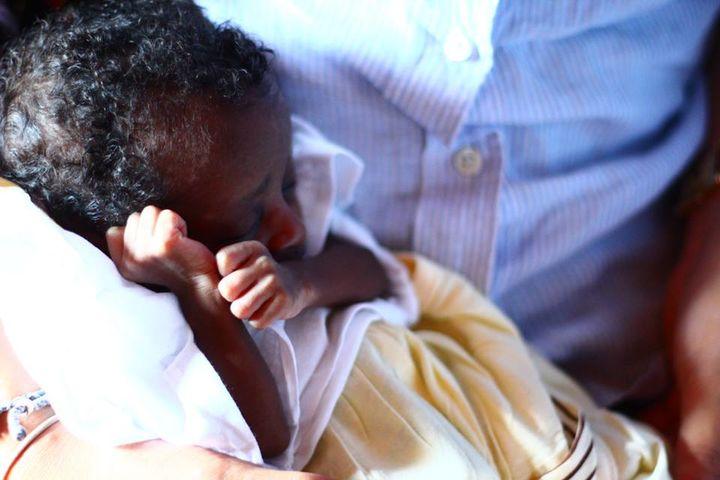 ボナイリ村で撮影した生後1週間の赤ちゃん(@Kayo Yoshida)