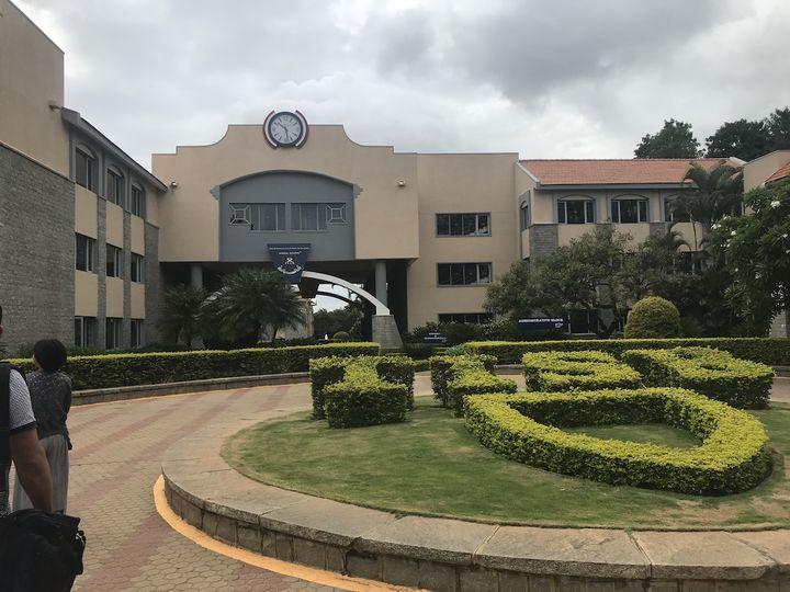 ベンガルールの私立のインターナショナルスクール。広大な敷地には、寮もあり、スポーツ施設が充実している。未就学児から高校3年生までが同じキャンパスで学ぶ。(提供:さいとうかずみさん)