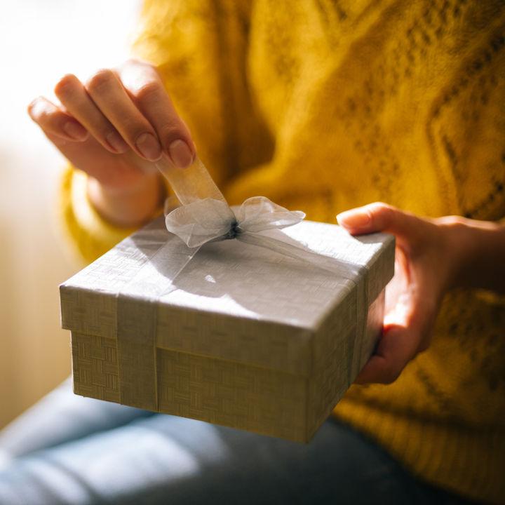 内祝いとは。贈るときのマナーやギフトの選び方、相手に喜ばれるギフトについて