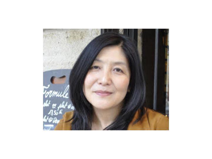 中島さおり(なかじま・さおり)/フランス文学者、エッセイスト、翻訳家。早稲田大学、学習院大学大学院を経て渡仏。フランス人の夫とパリ近郊でふたりの子どもの子育てを経験。『パリの女は産んでいる―〈恋愛大国〉フランスに子供が増えた理由』(ポプラ社)で第54回日本エッセイスト・クラブ賞受賞。2020年から現地の高校で日本語を教える。(©︎松永学)