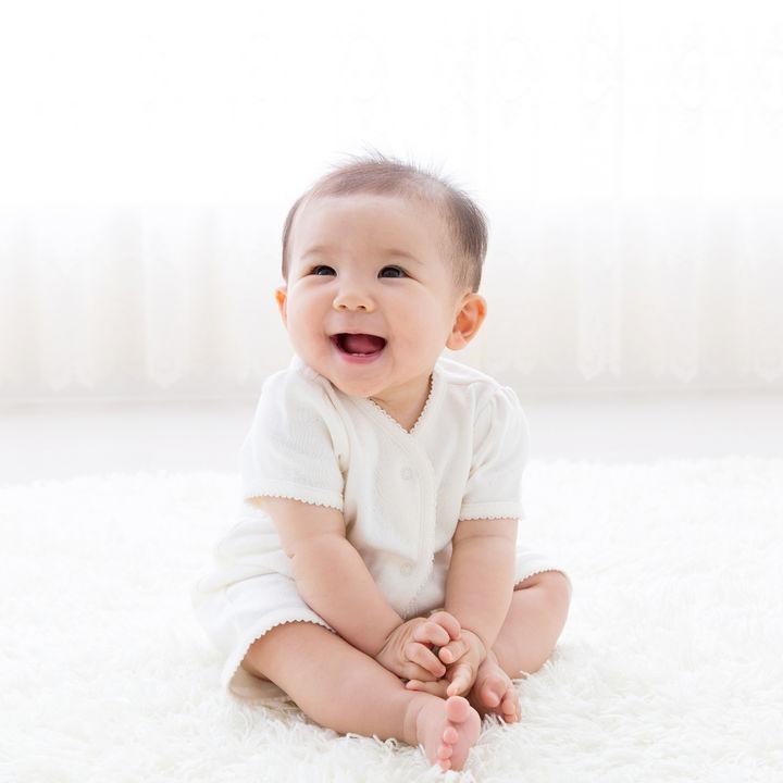 生後8カ月の赤ちゃんとの生活。毎日の過ごし方や離乳食の進め方