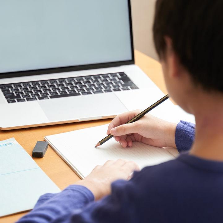 子どもが医学部進学をした親へ「子どもの医学部受験」に関する調査を実施