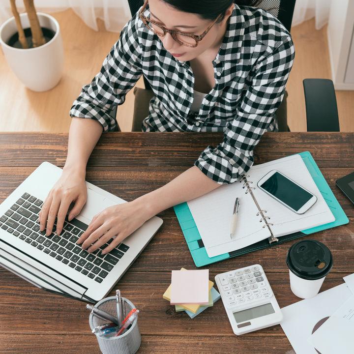 在宅ワークで柔軟な働き方を。仕事の流れや事前に知っておきたいこと