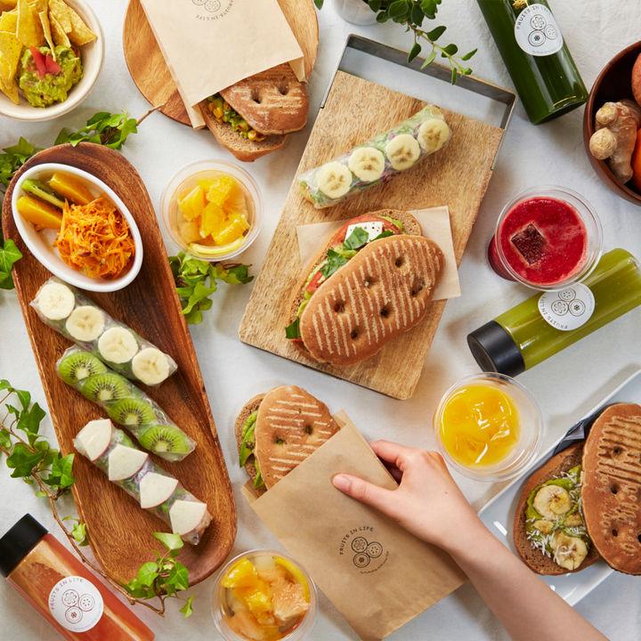 ヴィーガンのフルーツジュースバー&デリが東京ミッドタウンにオープン