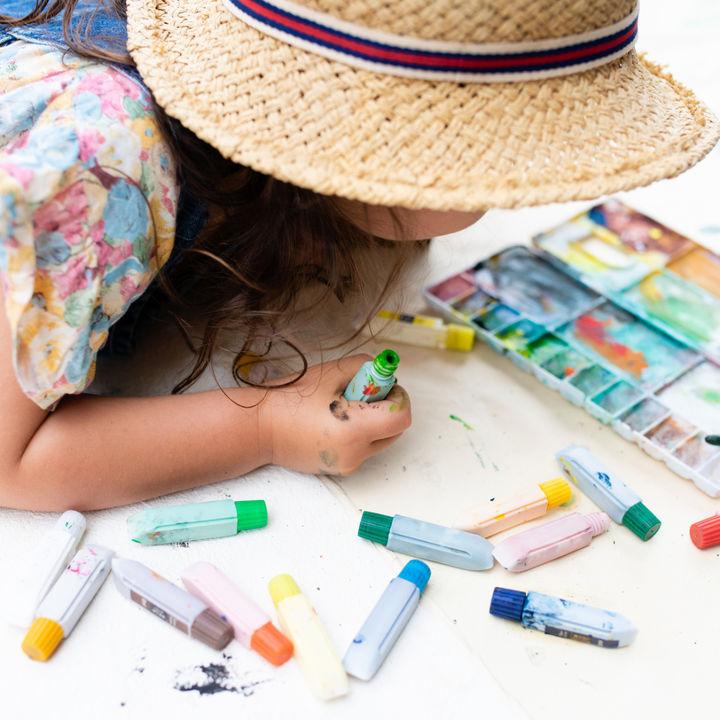 2歳児の遊び。子どもが楽しめる外遊びと室内遊び