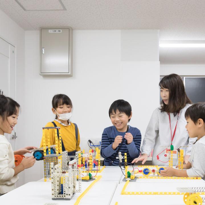 新渡戸文化アフタースクールとSTEMONが小学生向けSTEAM教育で提携