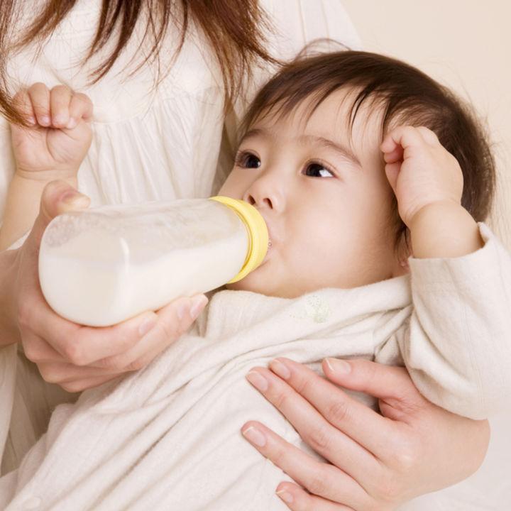 哺乳瓶の選び方のポイント。ちくびの素材や特徴、お下がりの考え方