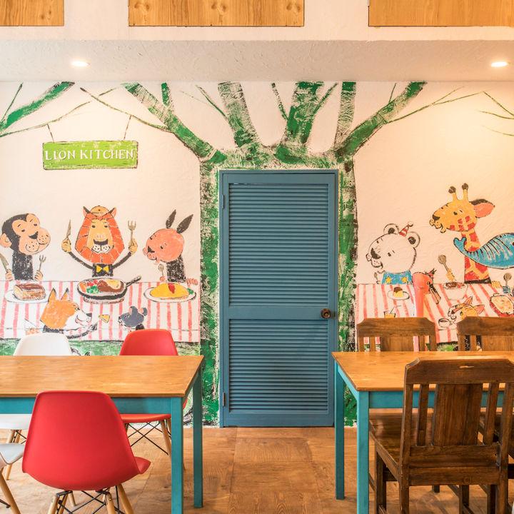 壁一面に動物が描かれたライオンキッチンが京都・出町柳に移転オープン
