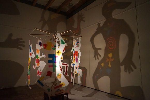 原 倫太郎 + 原 游 「影の追いかけっこ」、2020年 川口市立アートギャラリー・アトリア ※参考画像