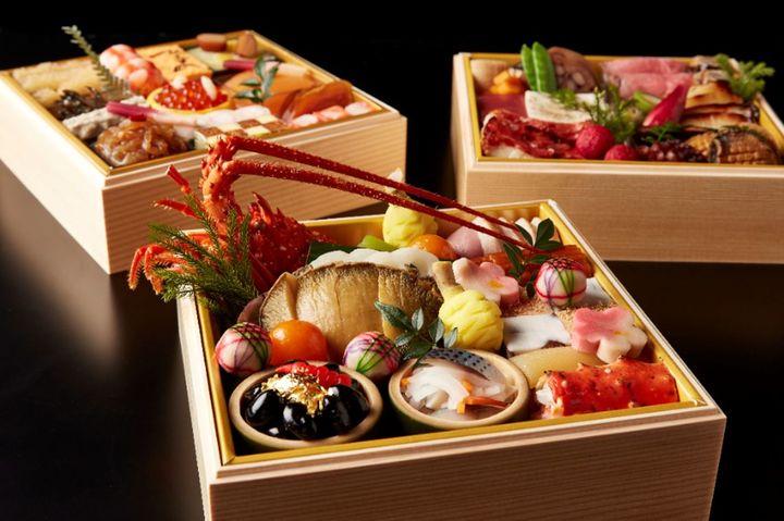 おせち料理 三段重(3~4名用)97,200円(税込)